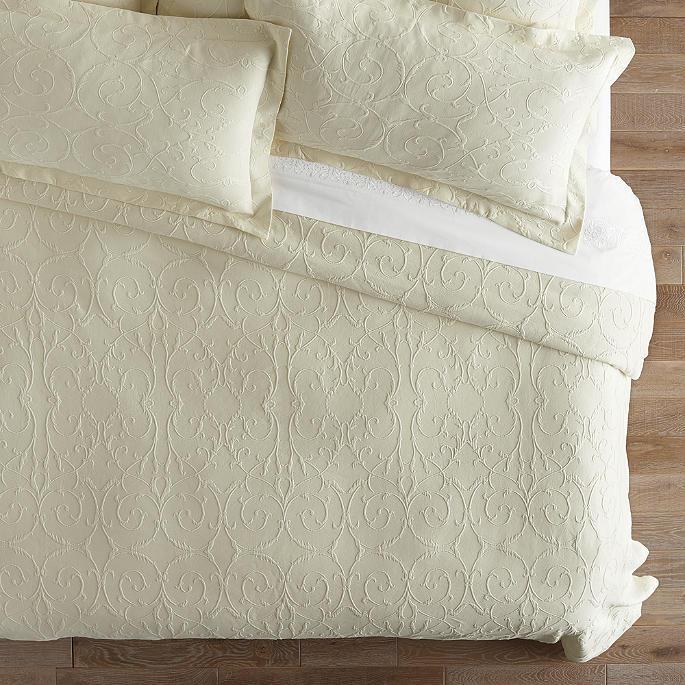 Resort Egyptian Cotton Flourish Matelassé Coverlet