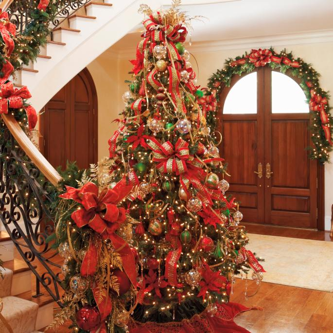 - Glad Tidings Decorated Christmas Tree Frontgate
