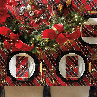 Entertaining Christmas Cast.Holiday Entertaining Christmas Table Runners Frontgate
