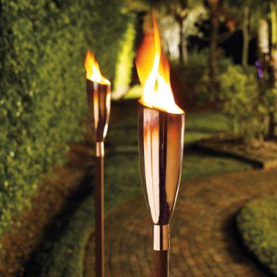 Pisa copper oil garden torches frontgate - Antorchas solares para jardin ...